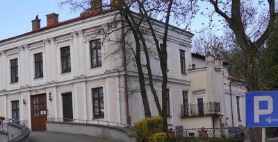 Zabytkowy pałac z XIX wieku - Rokocin