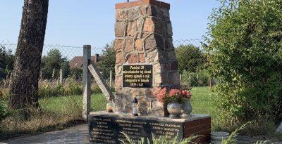 Tablica pamiątkowa ofiarom II wojny-Lipinki Szlacheckie
