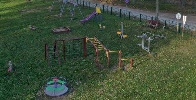 Plac zabaw i siłownia w Szteklinie