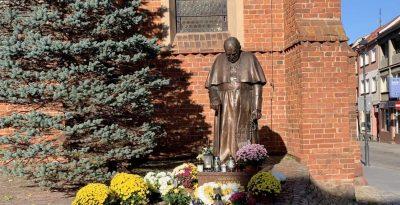 Pomnik św. Jana Pawła II - Starogard Gdański